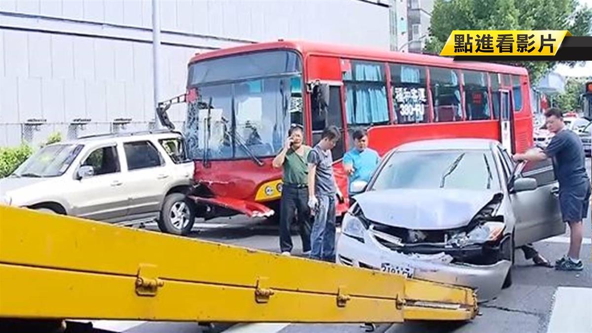 國道連環撞!客運疑剎車失靈連撞7車釀4傷