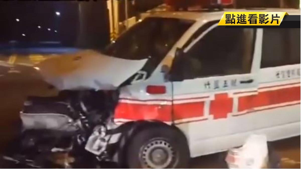 休旅車駕駛闖紅燈 撞救護車釀5傷 開罰負全責