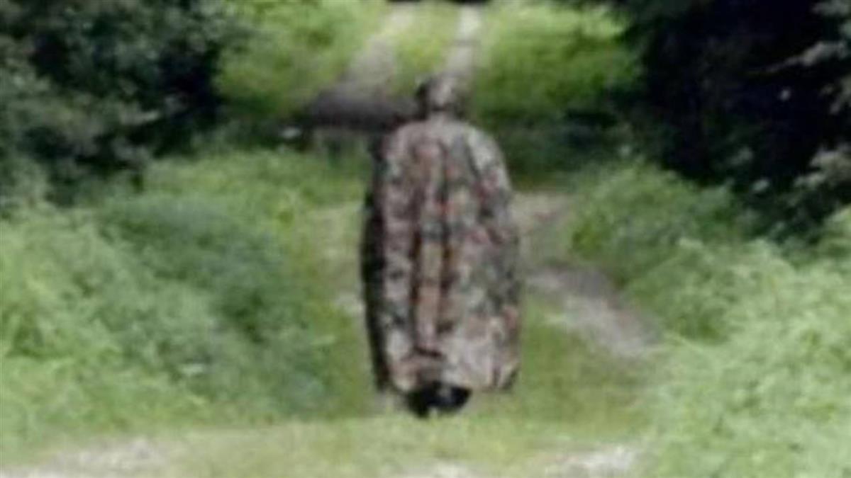 怪客戴防毒面具住深林15年 鄉民撞見嚇死:沒有臉!