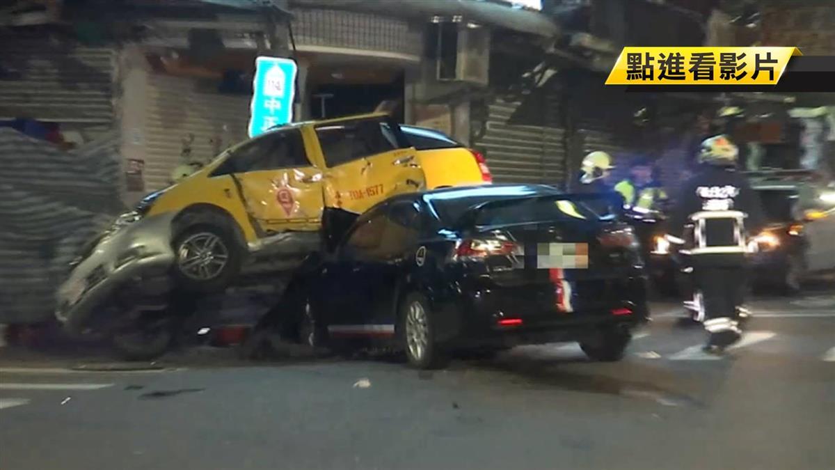 小黃十字路口遭攔腰撞上 釀2傷2昏迷