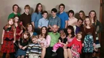 1夫3妻!3老婆竟是表姐妹 全家擁有19「愛的結晶」