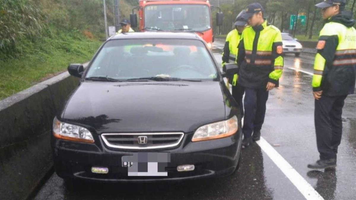 瑞芳警翻護欄…制服留車內人間蒸發!12小時後樹叢尋獲