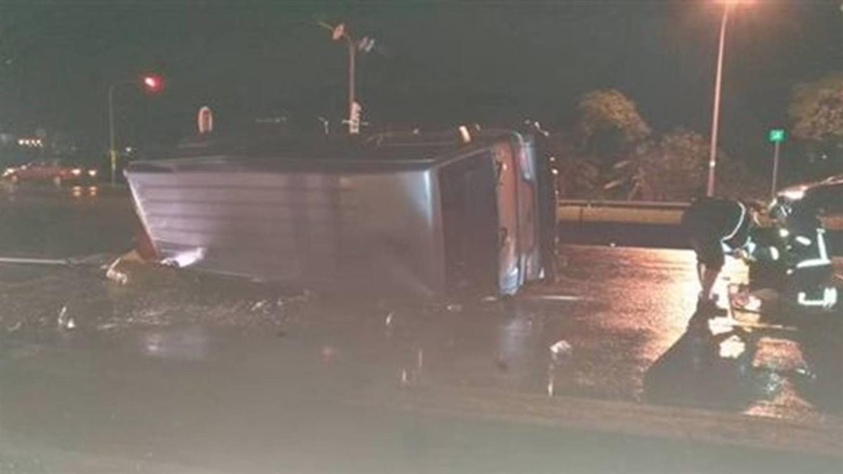 宜蘭廂型車與賓士車對撞 1人命危