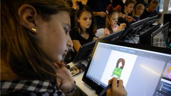 父母請注意!兒童日盯螢幕7小時 恐影響童認知.語言能力
