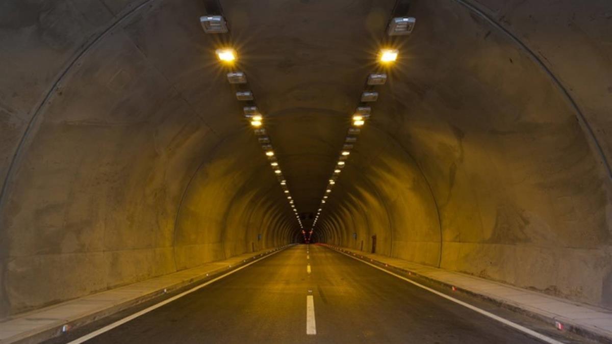 進隧道…3歲孩見阿飄「我好怕」 媽:這裡走了很多人