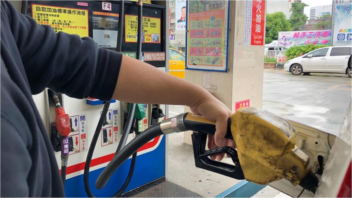 國際油價微跌 估下週汽柴油調降1角