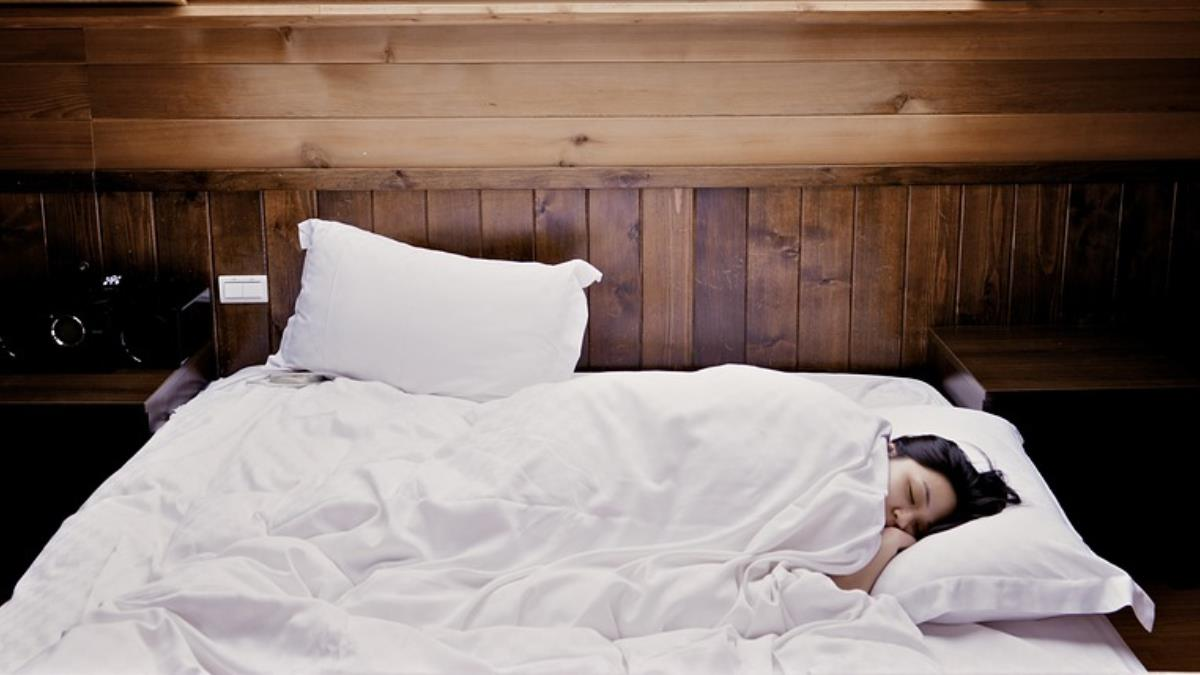 睡覺猛打鼾  醫:小心中風風險增!