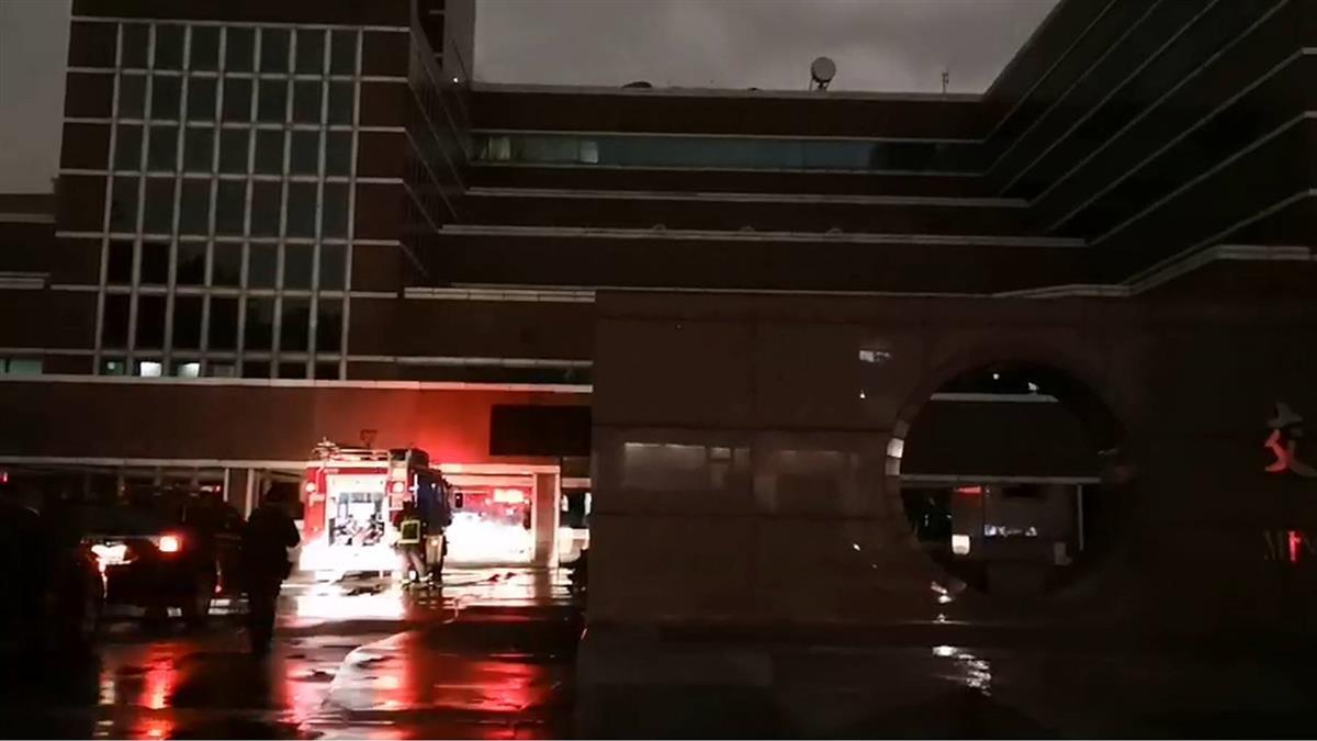 氣象局驚傳火警冒黑煙!消防隊急疏散搶救