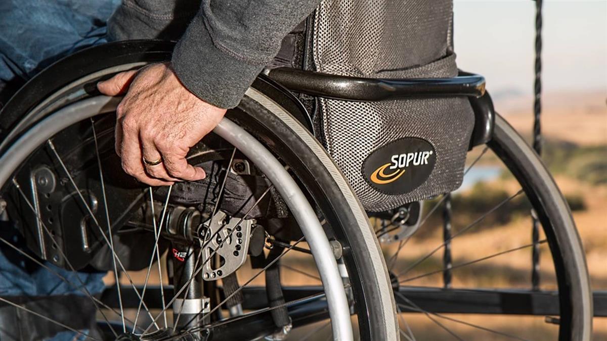 輪椅族搭車惡夢!女遭司機廣播「全車不想等你」