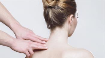 妙齡女背痛難耐 原是脊椎側彎惡化