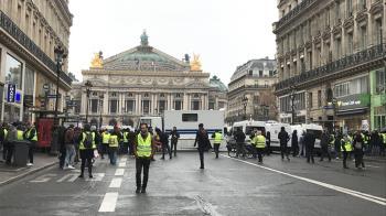 法國黃背心抗議力道減弱  訴求轉向發動公投權