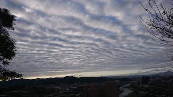 天空驚現整片「地震雲」…真的震了!網嚇:神預測