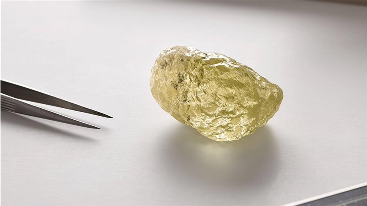 和雞蛋一樣大!552克拉黃鑽石出土 破北美紀錄