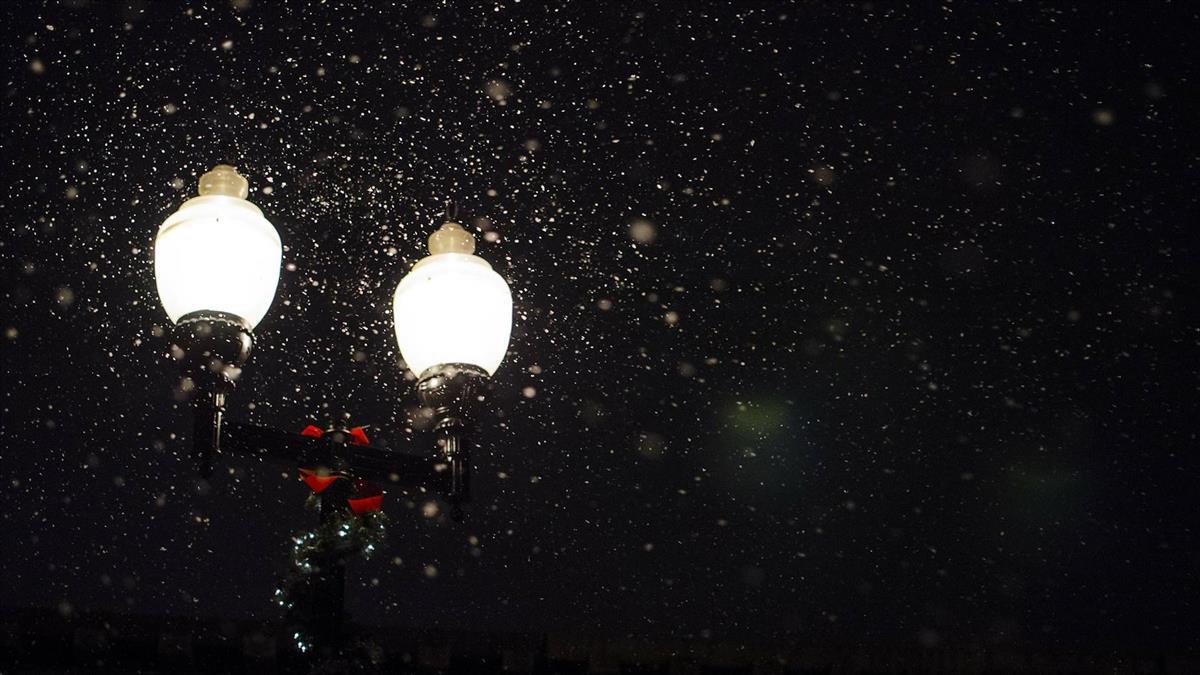 馬公第三漁港路燈變電箱失火  半夜虛驚