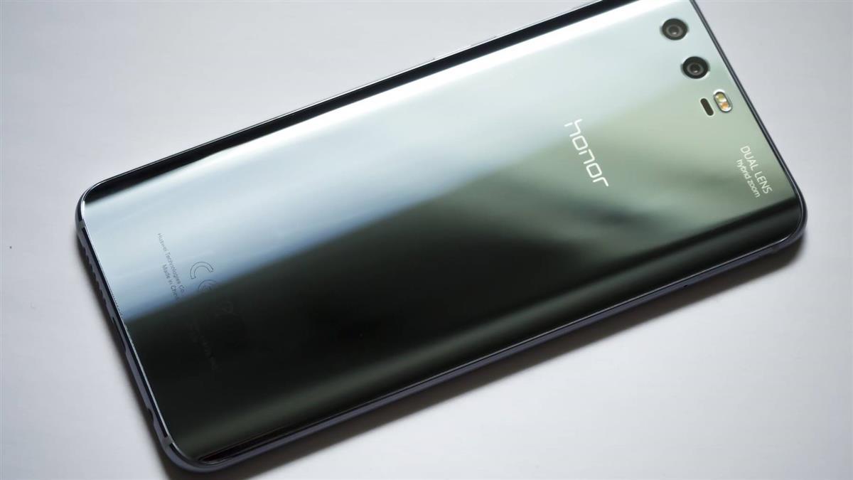 憂心安全性 捷克總理辦公室下令禁用華為手機