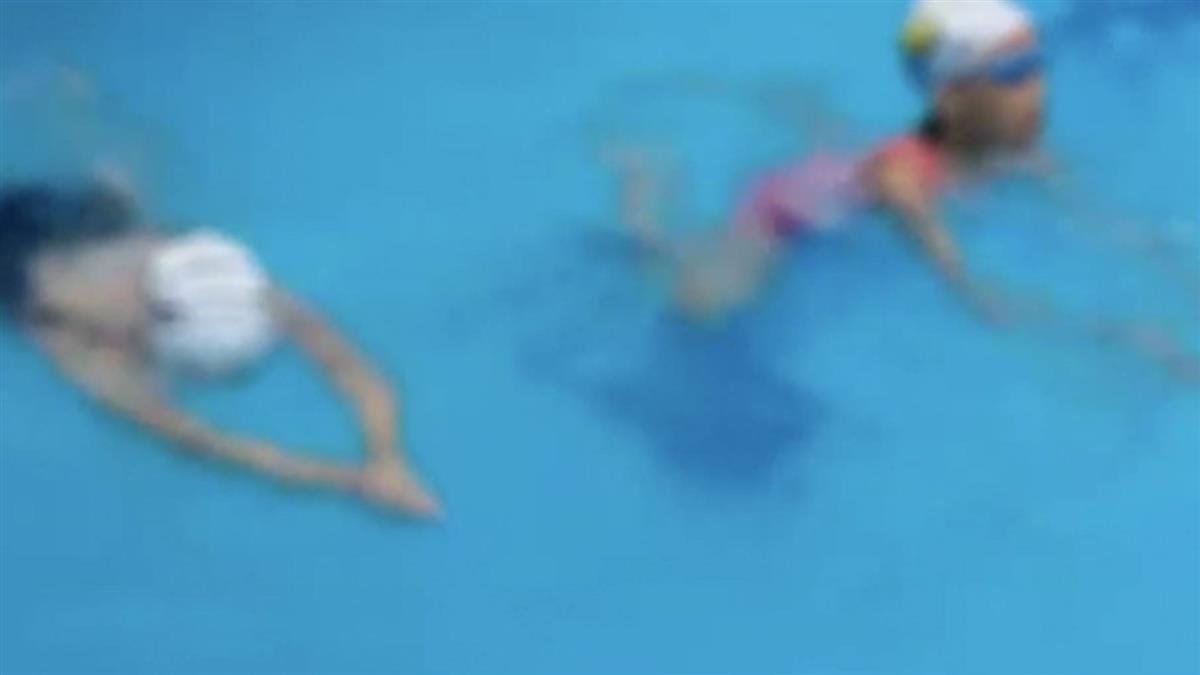 女兒溺水…身體直沉池底 媽低頭玩手機到忘我