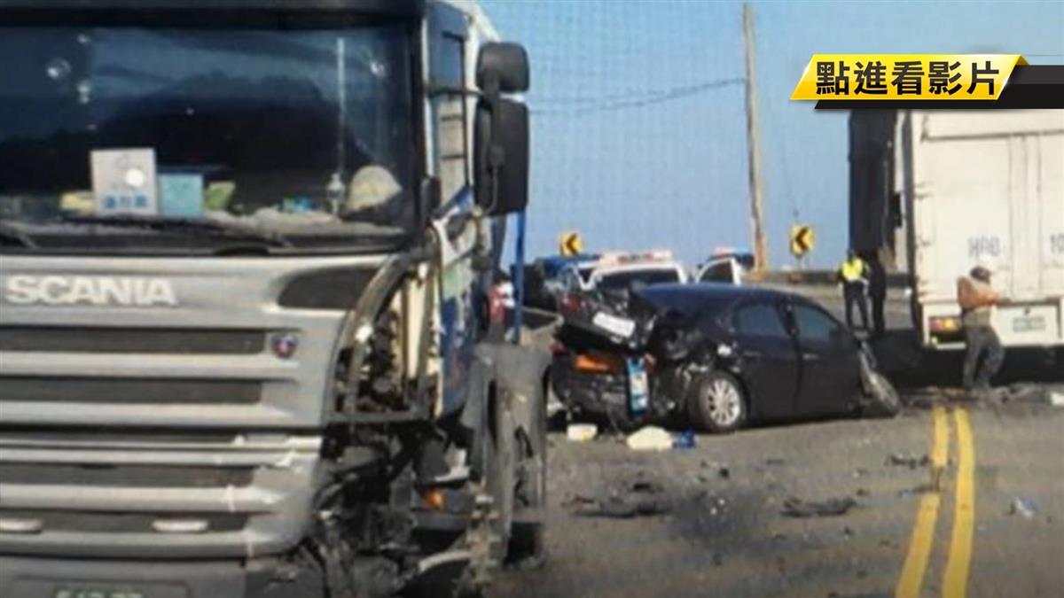 疑道路縮減釀禍 轎車遭雙向大車夾擊全毀