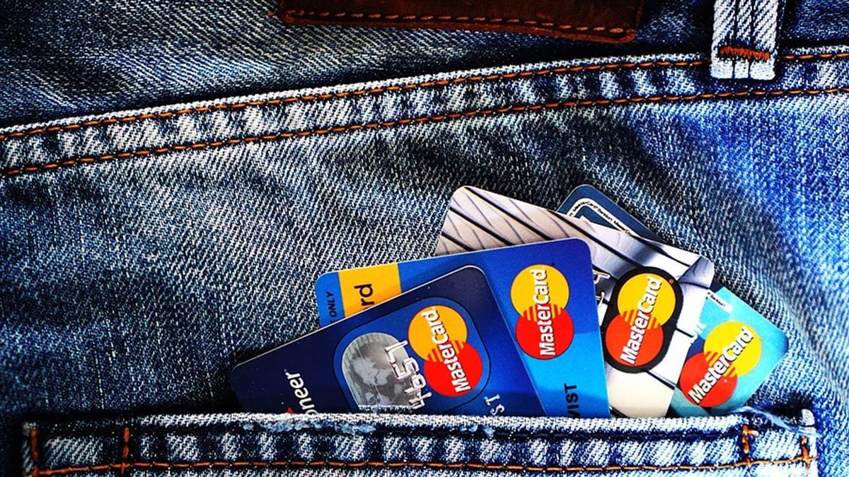 銀行超收信用卡違約金 立委要求全面清查