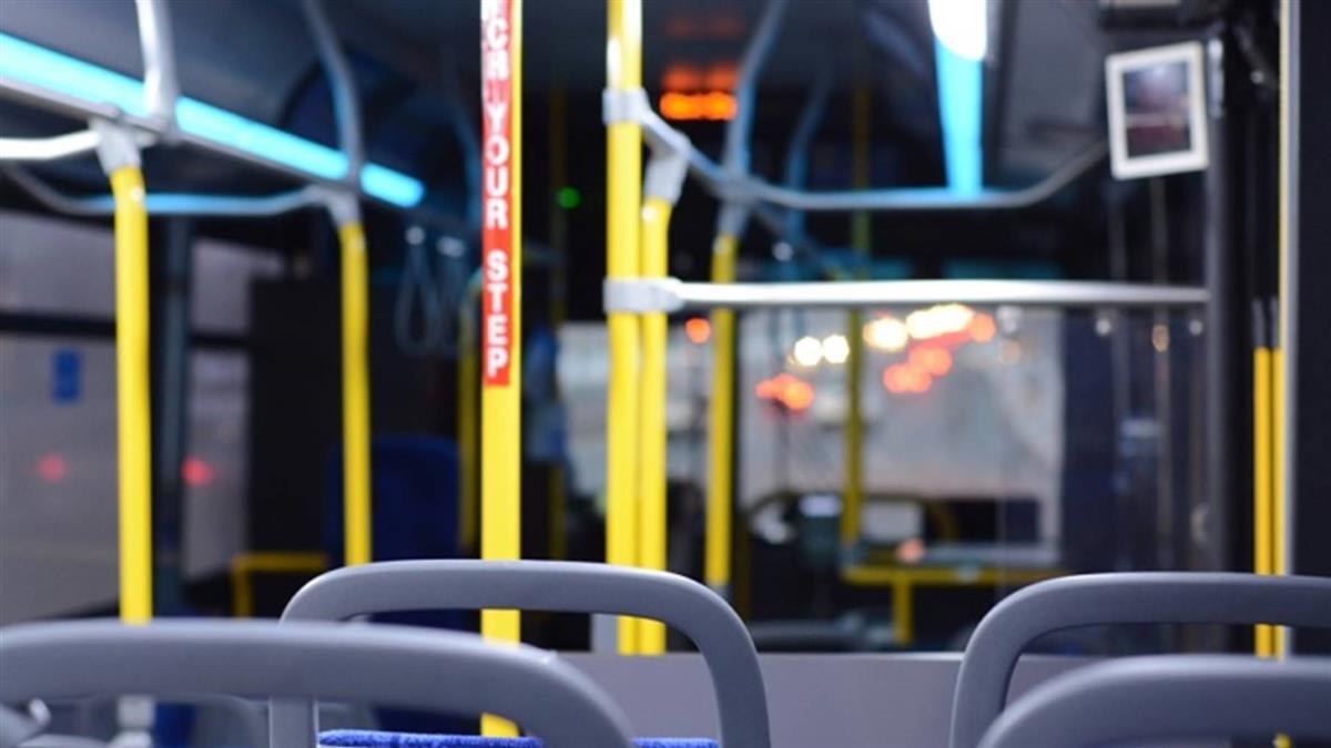 男搭公車投10元還飆三字經…司機理智線秒斷 怒毆他