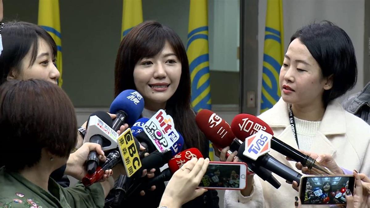 街頭擁吻女議員!吳沛憶被抓包…堅稱「女生間的互動」