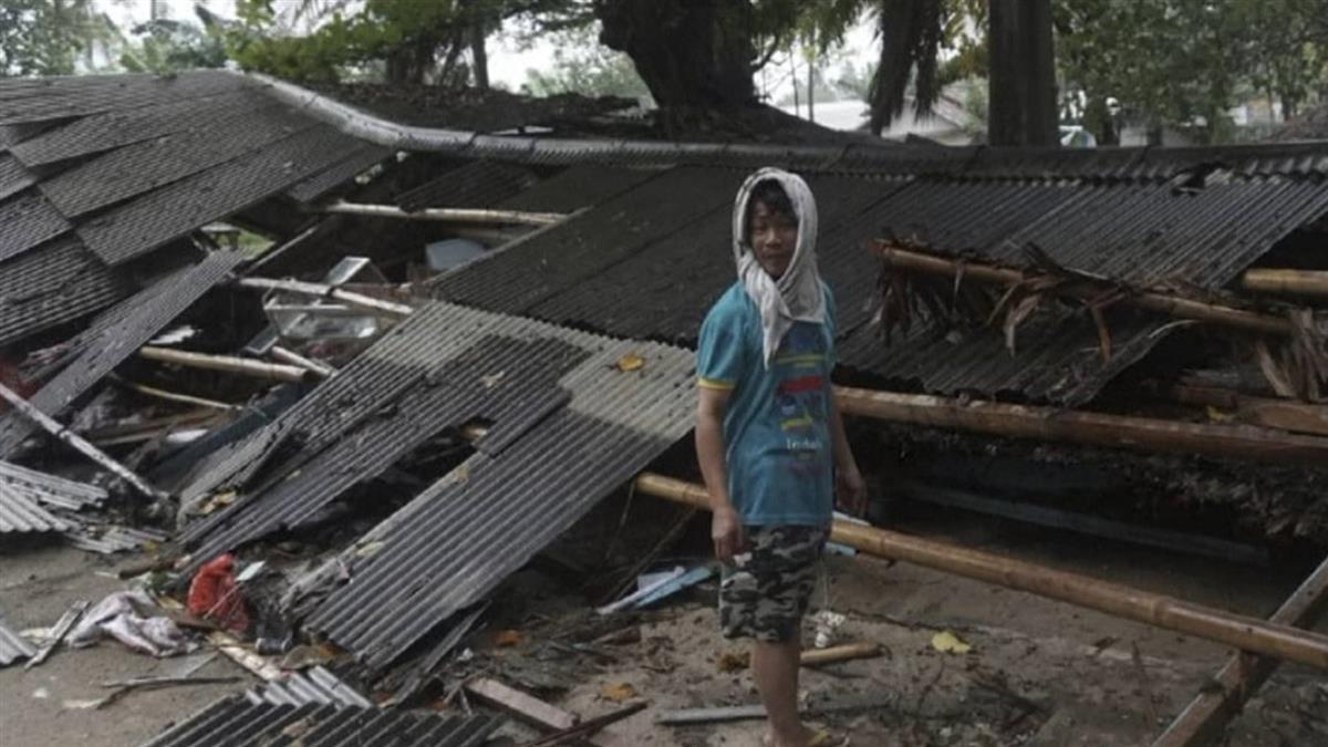 海嘯來了!他只能救老婆 看母親、兒子慘死瓦礫堆痛哭