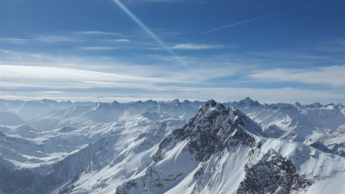 阿爾卑斯山雪崩 命大男童活埋40分鐘倖存