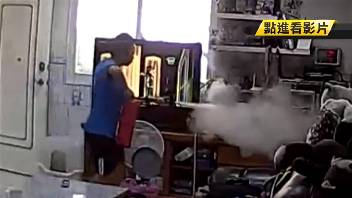筆電突爆炸起火!13歲男童機警秒反應救全家