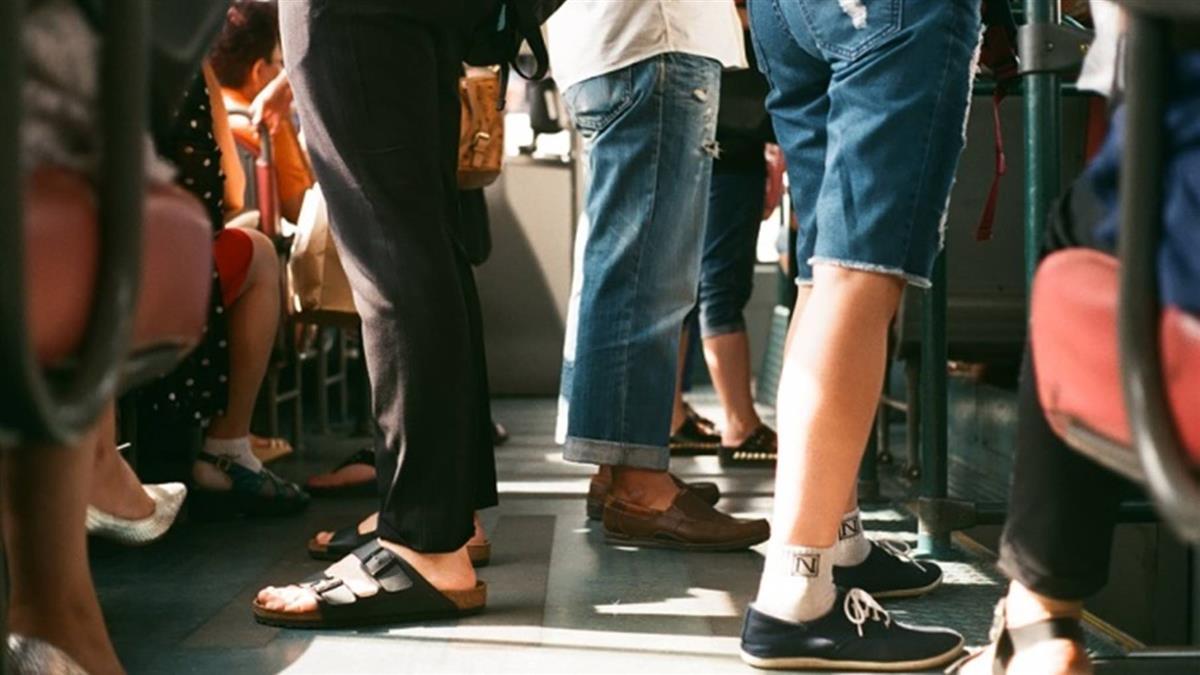 「腳步聲」透露你是哪種人!這6種走路方式最糟