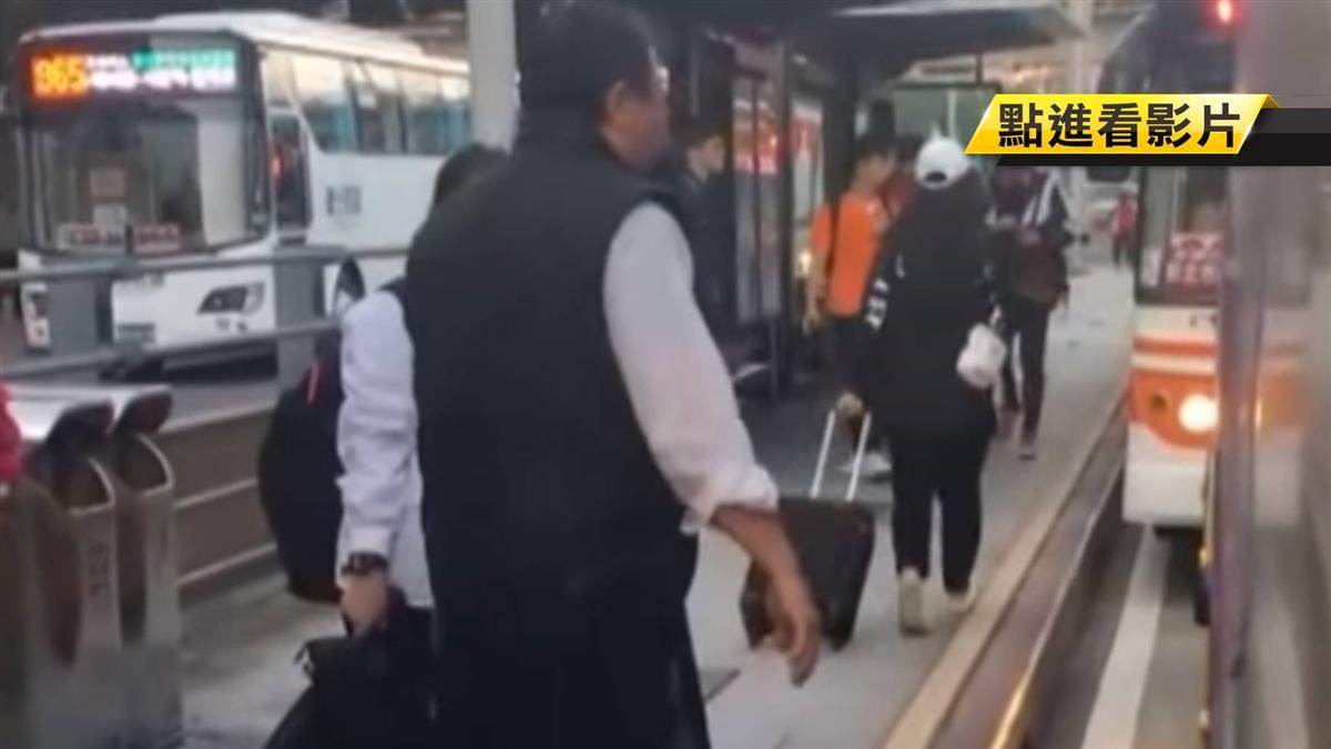 【獨家】婦人被車門夾住慘摔 索賠司機3000元