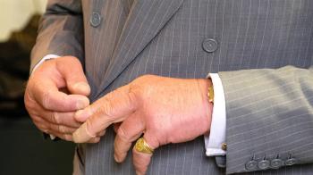 快檢查!老伯手指「怪怪的」竟罹癌 數月後往生