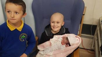 9歲癌童苦撐4個月…「見妹出生」斷氣:我去當她天使