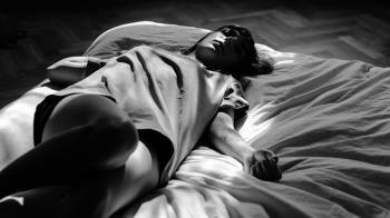 「嗑藥助性」激戰3天!23歲女完事後裸身暴斃 男友GG了