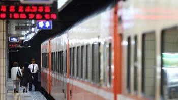 勞動部長突襲勞檢 台鐵9項違規裁罰12萬元