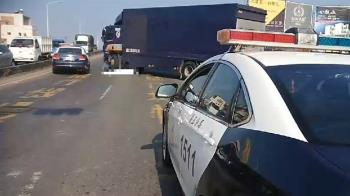 台南母女騎機車遇死劫 遭大貨車輾爆頭…雙雙慘死
