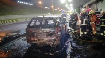 蘆洲重大車禍!汽車燒成廢鐵 機車解體騎士噴飛命危