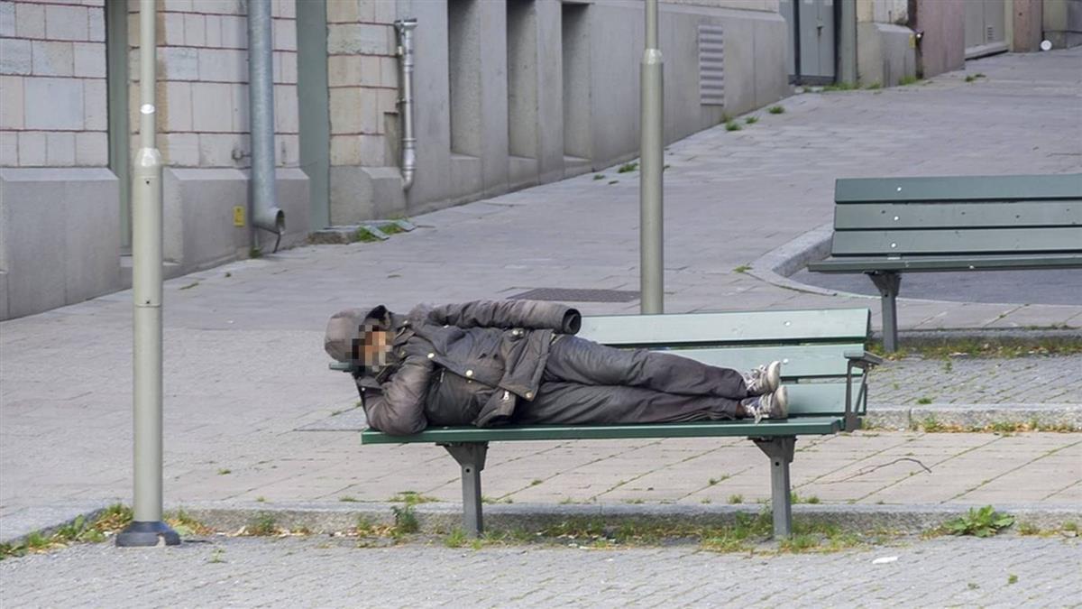 凌晨躺長椅睡覺…64歲臨演凍死街頭!最後通告成遺作