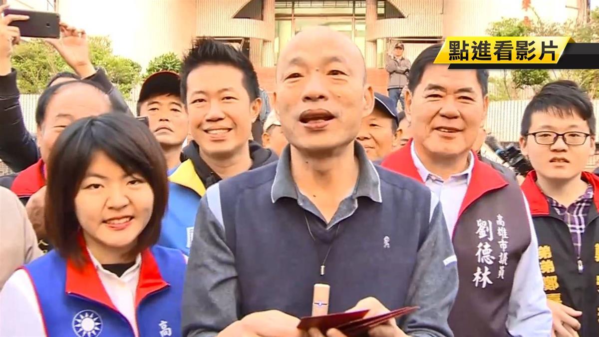 被當財神爺追著跑! 韓國瑜天未亮巡農漁市發紅包