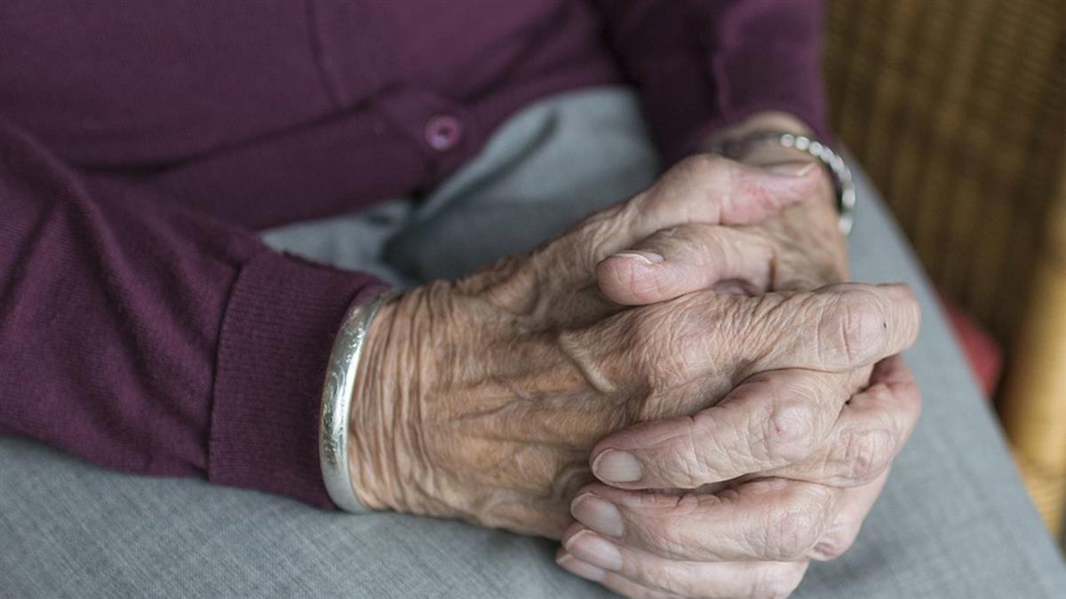 女兒植物人、女婿跑路!75歲嬤獨養3孫…年後恐無家