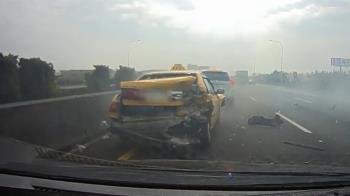 國道彰化段5車連環撞 恐怖瞬間曝光!車體殘骸碎一地