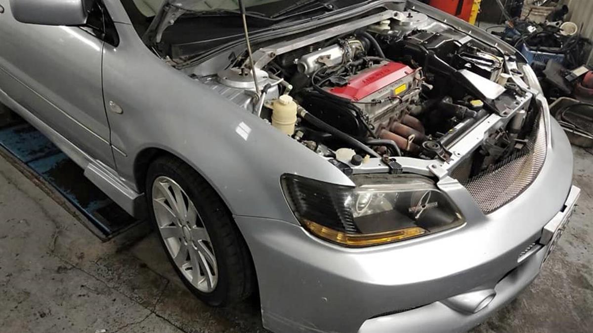 老公笑5萬車「紙糊」!她打開引擎蓋傻眼…真的是紙