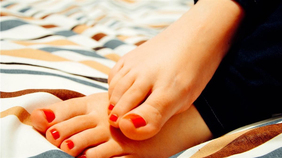 最先知道身體警訊!專家教你從腳看出「6種疾病徵兆」