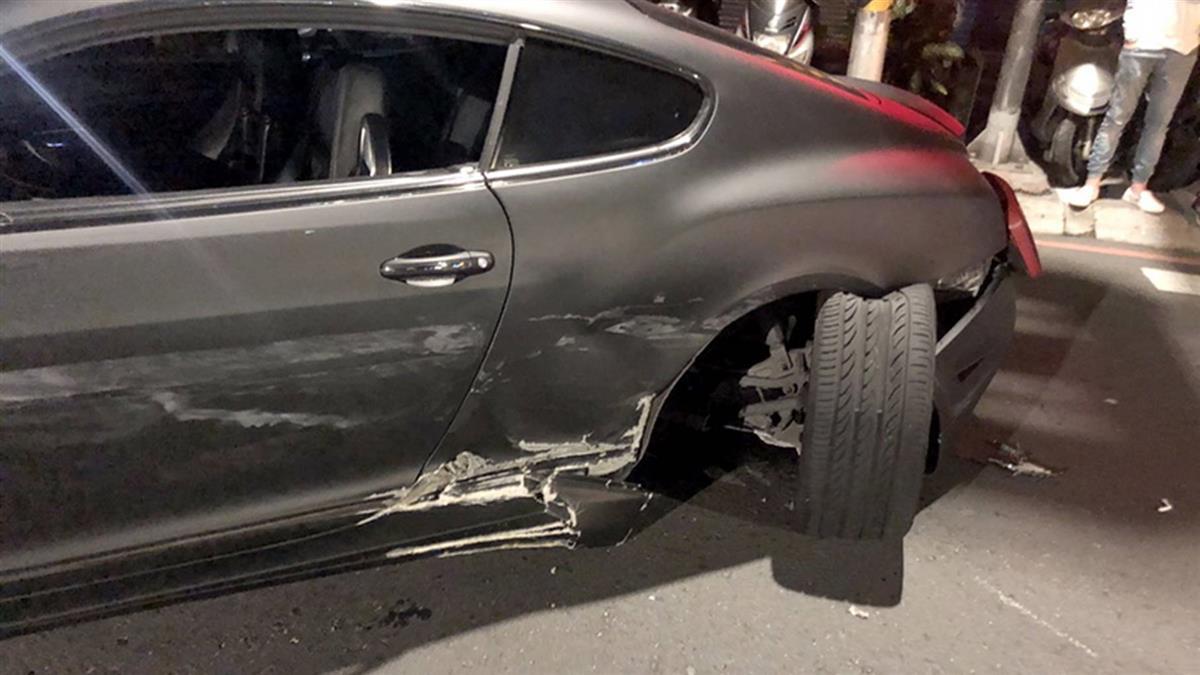 恍神賠大了…豐田駕駛撞千萬賓利  保險公司處理