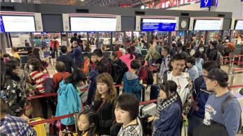 華航機師罷工 觀光局:旅行社應負團客滯留費用
