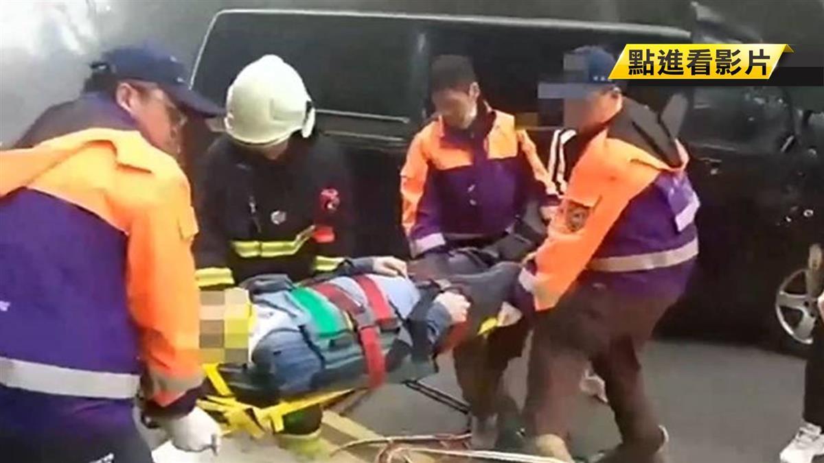 載7陸客上阿里山 廂型車擦撞護欄5人輕傷