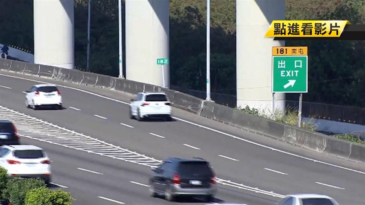 路肩下車2秒被撞飛 疑視線暗未注意路況