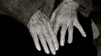 殯儀館迷路!好心嬤指引 外送妹抖見遺照:祂向我揮手