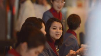 華航機師罷工落幕 桃機地勤展笑容旅客鬆口氣
