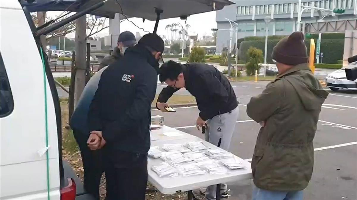 華航罷工落幕  300多位機師領回檢定證
