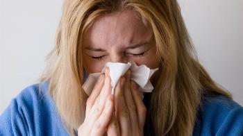 喉嚨痛、鼻塞多喝水沒用?營養師:補充「這2樣」最有效