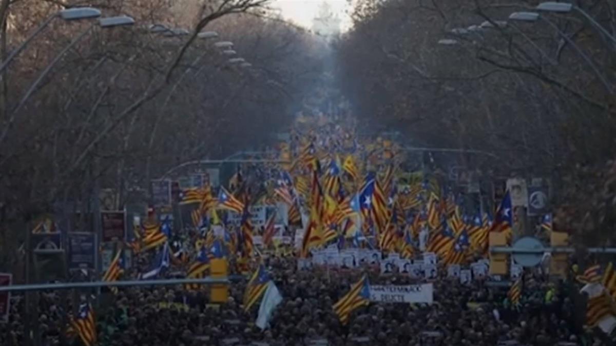 巴塞隆納20萬人上街 聲援加泰分離運動領袖